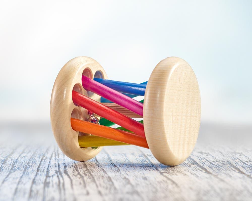 Holz bunter Rollgreifling mit Stäbchen, Glöckchen und Regenbogeneffekt
