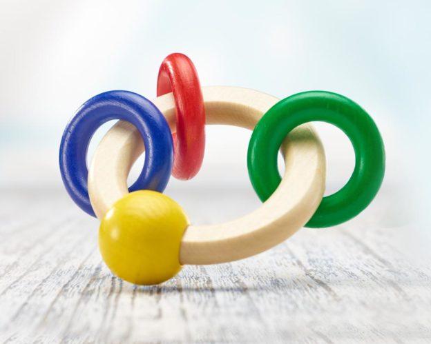 Holz bunter runder Greifling mit Ringen
