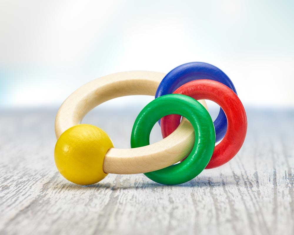 holz greifling rund mit ringen
