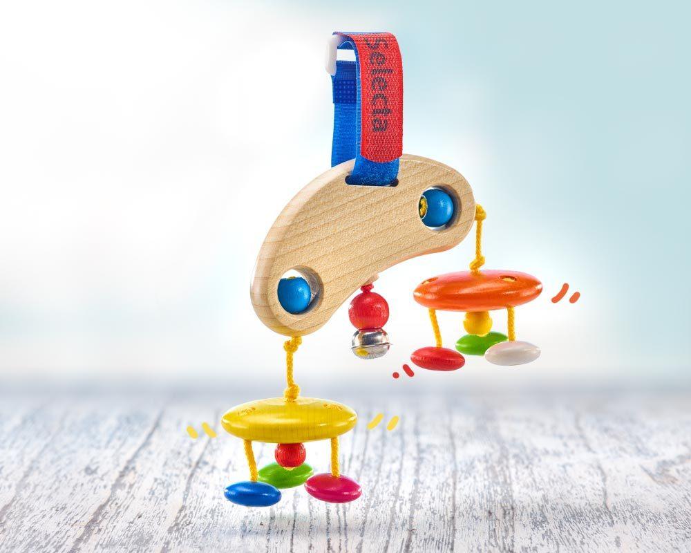 Holz buntes Mini Trapez mit hängenden Holzklötzchen, Glöckchen und Klettverschluss