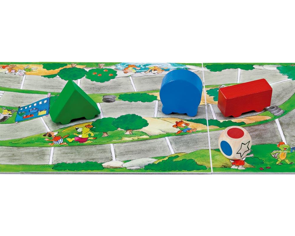 Holz Würfelspiel mit rotem, grünem, und blauem Auto und Spielbrett