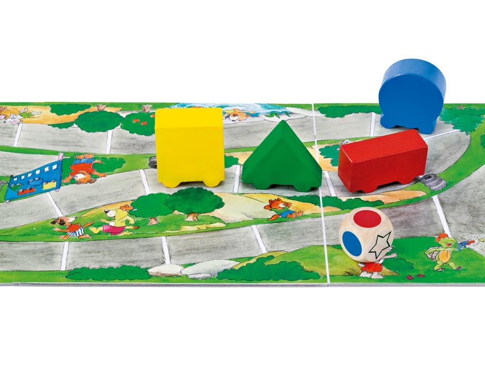 Holz Würfelspiel mit rotem, grünem, gelbem und blauem Auto und Spielbrett