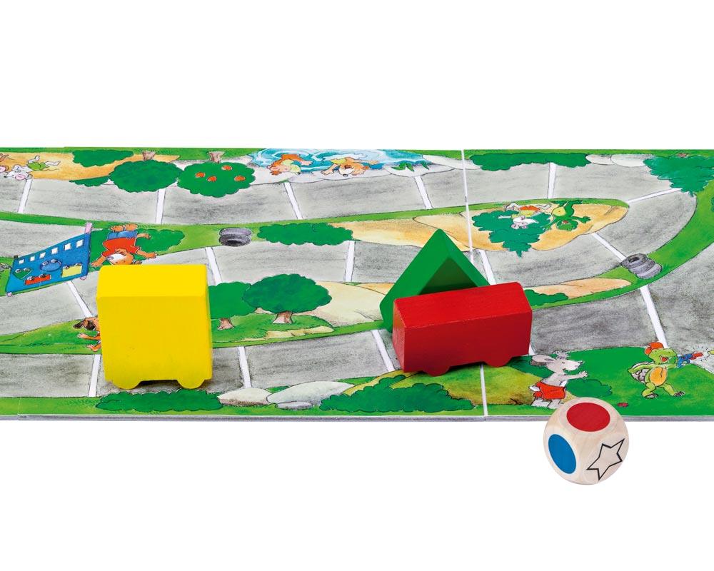 Holz Würfelspiel mit rotem, grünem und gelbem Auto und Spielbrett