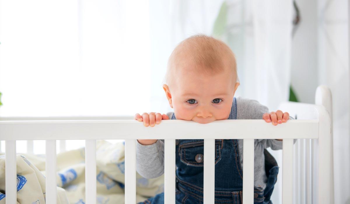 das babyzimmer richtig einrichten selecta holzspielzeug. Black Bedroom Furniture Sets. Home Design Ideas
