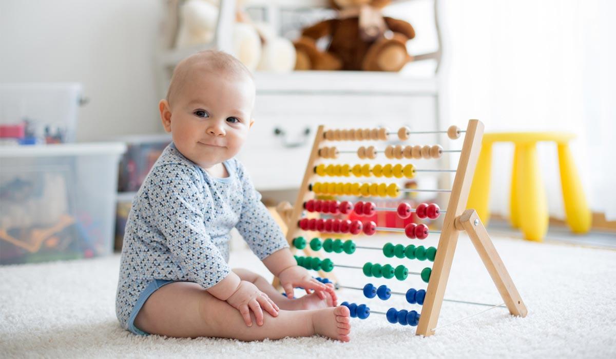 ab wann k nnen babys was selecta holzspielzeug. Black Bedroom Furniture Sets. Home Design Ideas
