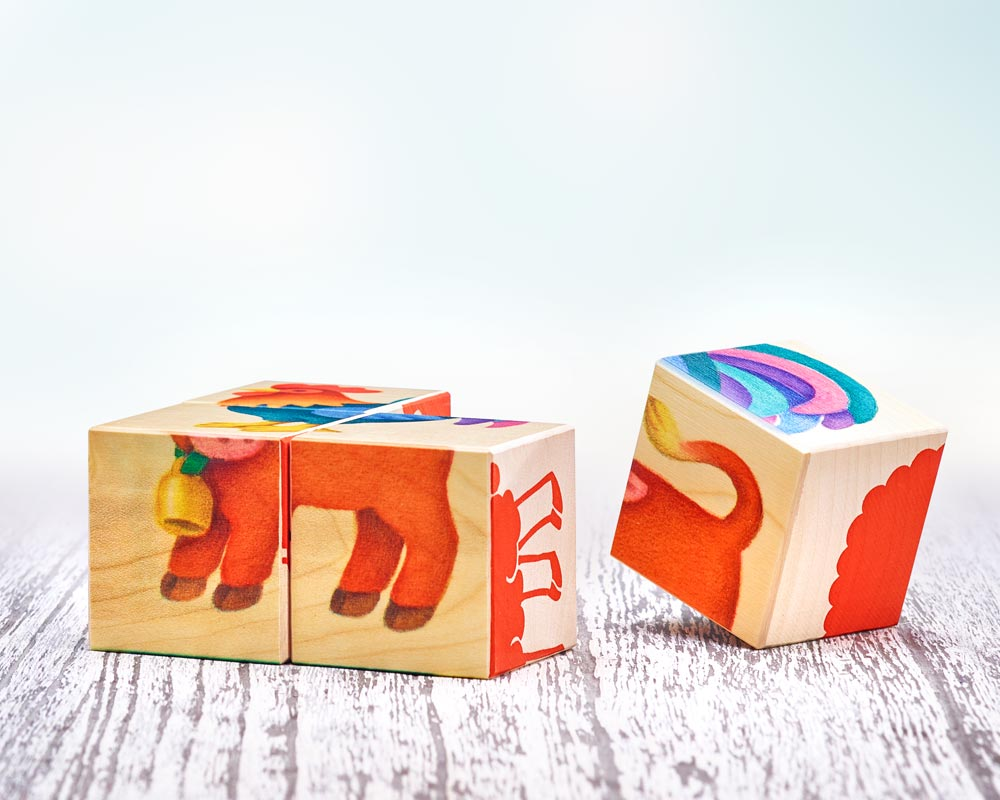 Vier Bilderwürfel aus Holz mit 6 Farmmotiven