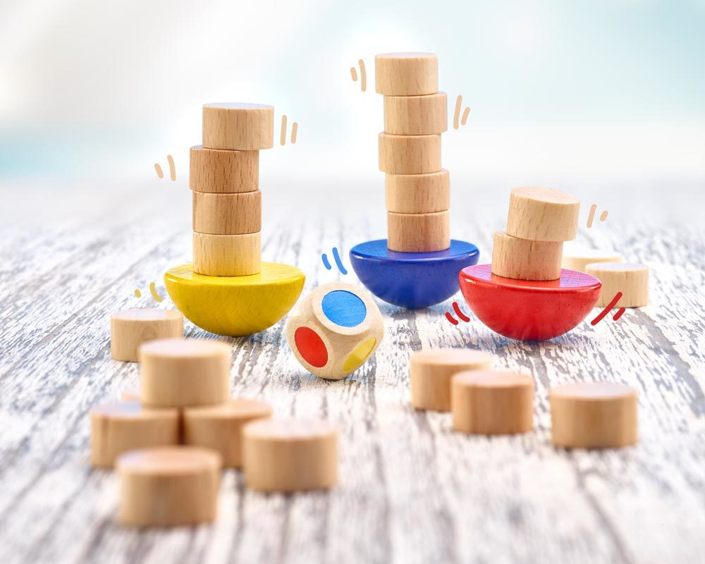 Holz Stapelsteine in verschiedenen Farben mit Würfel