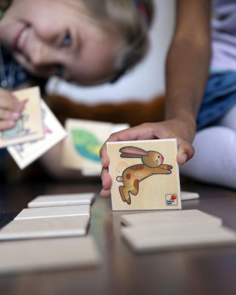 Kinder mit Memo Pepito Holzspielzeug von Selecta
