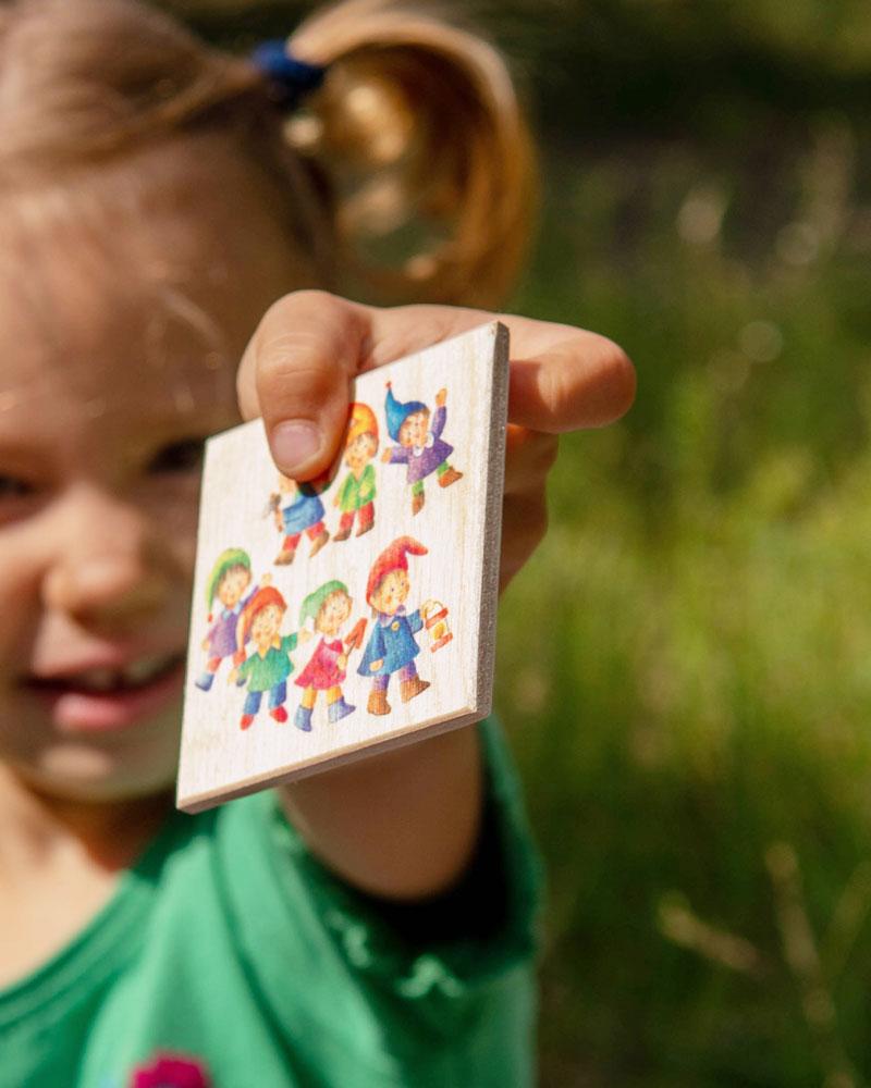 Kind mit Numero Holzspielzeug von Selecta