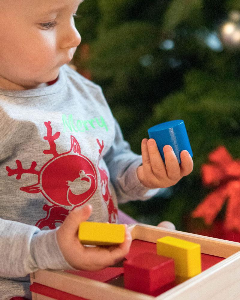 Baby mit Sortierbox Holzspielzeug von Selecta