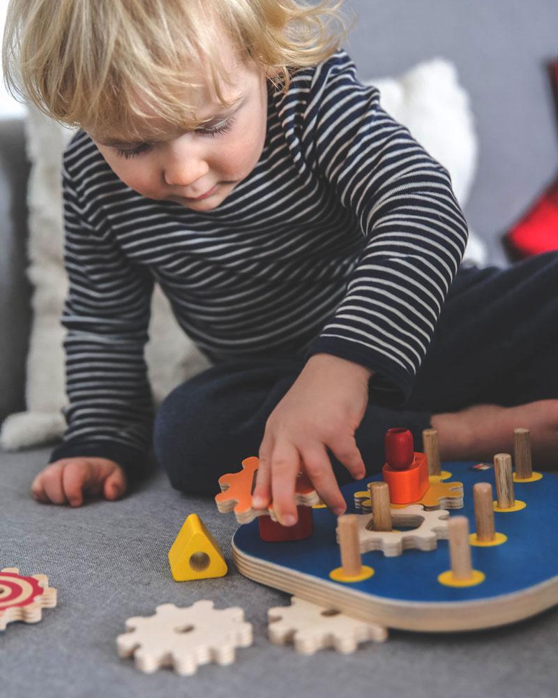 Kleinkind mit Kurbelspaß Holzspielzeug von Selecta