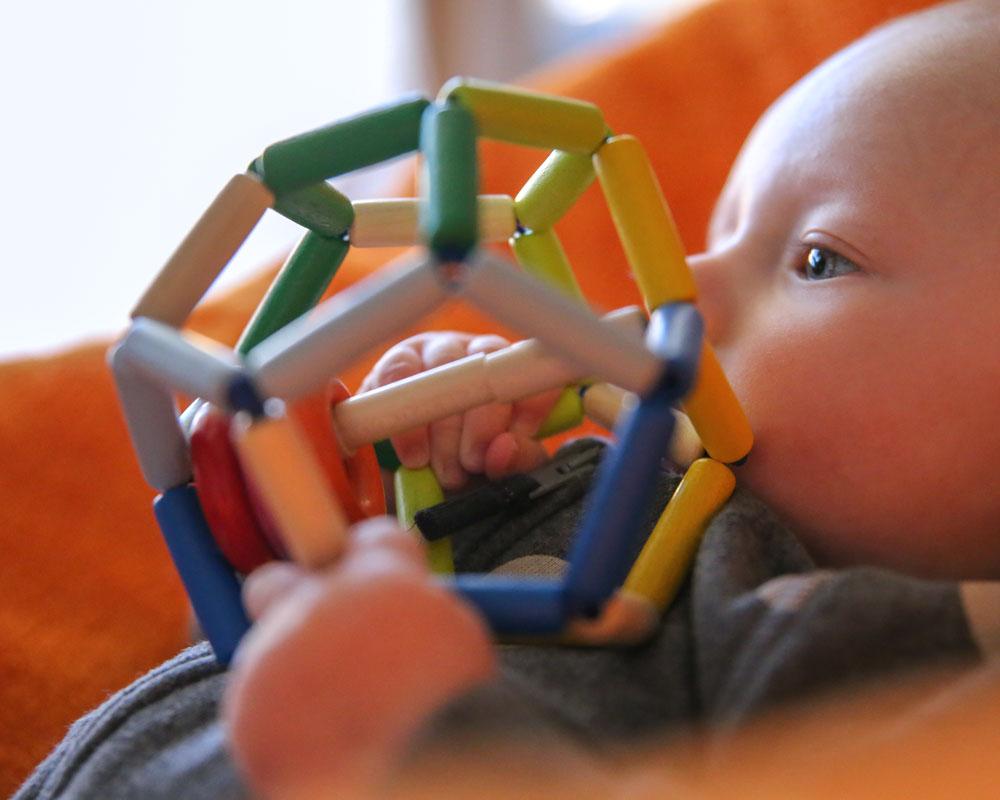 Baby mit Space Holzspielzeug von Selecta