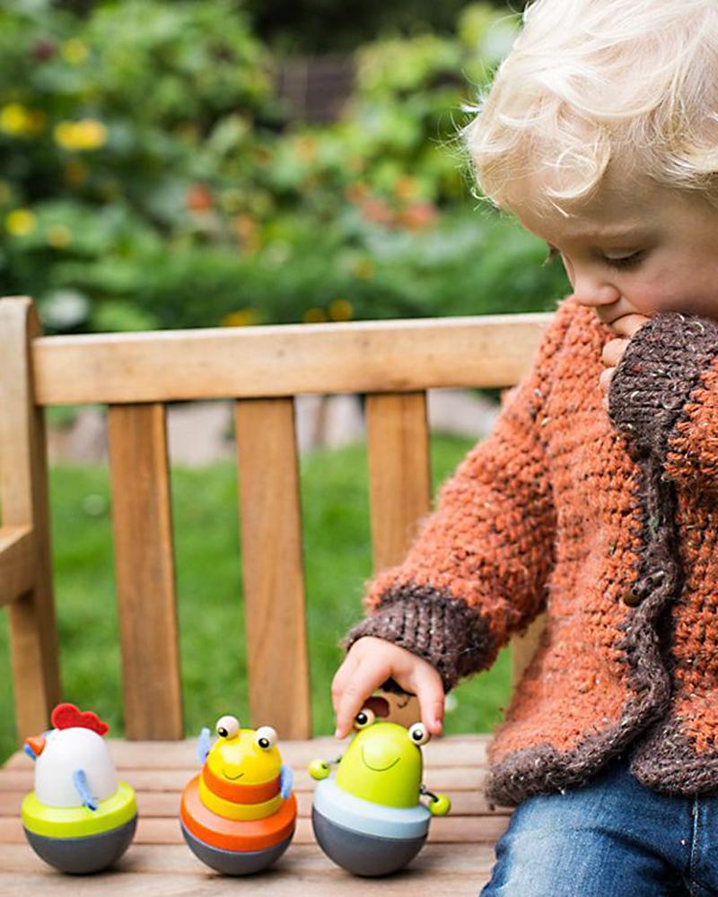 Kleinkind mit Wackeltiere Liese, Susi und Pepito Holzspielzeug von Selecta