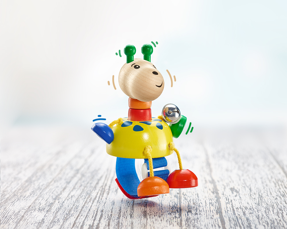 seitenansicht holz buggyspielzeug quietsche giraffe mit klettverschluss
