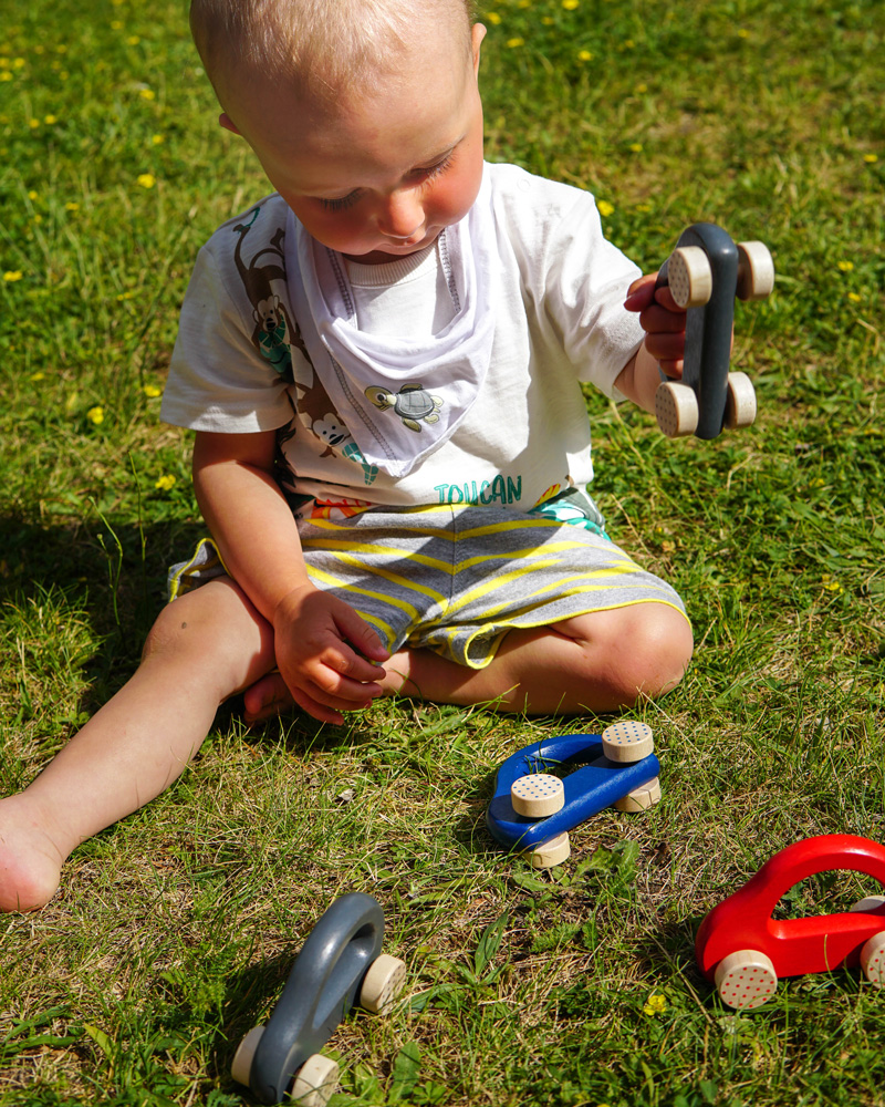 Kleine Flitzer grau, blau und rot Holzspielzeug Emotionen