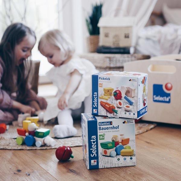 spielend lernen mit Holzspielzeug Picknick und Bauernhof Klettini Set von Selecta®