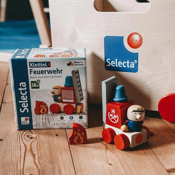 spielend lernen mit Holzspielzeug Feuerwehr Klettini Set von Selecta®