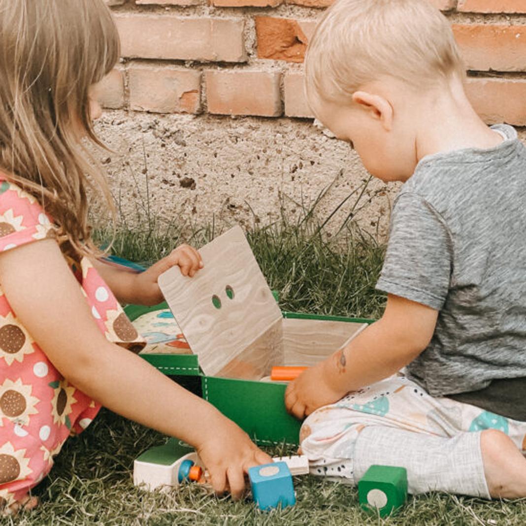 Geschwisterspielzeug Gemeinsam Spielen, Wachsen und Lernen: Werkzeugkoffer von Selecta®