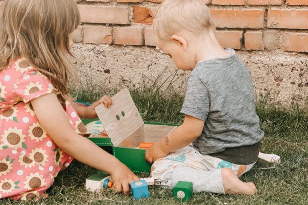 Titelfoto: Geschwisterspielzeug Gemeinsam Spielen, Wachsen und Lernen: Werkzeugkoffer von Selecta®